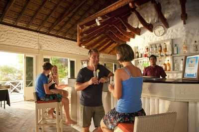 maldivi_chaaya_island_sunset_bar-1