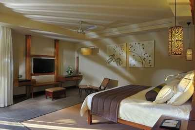 mauritius_trou_aux_biche_beachfront_senior_suite_with_pool_spalnica