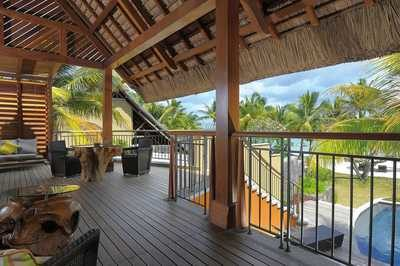 mauritius_trou_aux_biche_beachfront_senior_suite_with_pool_terasa