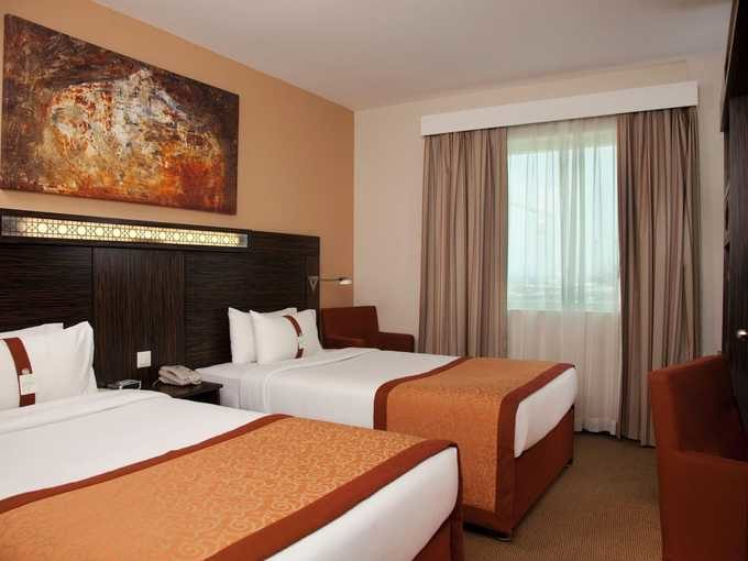 dubaj_holiday_inn_express_spalnica